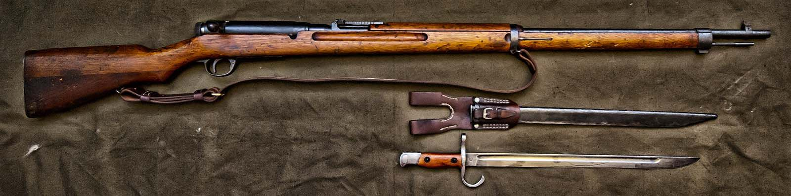 Meiji (Arisaka) rifle type 38 early series 1917-1918 year of production w. bayonet, scabbard & frog.