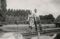 2_Устинов В.М. с женой. Франция,1957 г.jpg