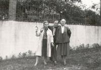 4_Устинов В.М. с женой. Франция,1957 г.jpg