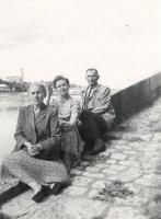 5_Устинов В.М. с женой. Франция,1957 г.jpg