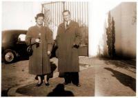 1_Устинов В.М. с женой. Франция,1957 г.jpg