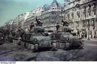 1385248067-bundesarchiv_n_1576_bild-007_paris_parade_deutscher_panzer.jpg