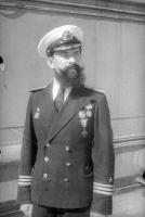 Капитан 3 ранга Михаил Васильевич Грешилов, еще без медали Золотая звезда.jpg