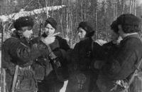 100. Санинструкторы. Серпуховский ра-н, 1942.jpg