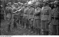 Bundesarchiv_B_145_Bild-F016210-0021A,_Bessarabien,_Ordensverleihungen_durch_Hans_v__Ahlfen.jpg