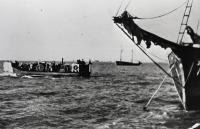 Советские корабли перебрасывают войска на остров Муху (Моон) в Моонзундском архипелаге. Конец сентября 1944 года.jpg