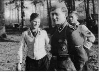 SS-Weisser uniforme (2).jpg