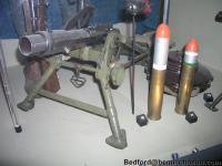 Italian 45mm Brixia Model 1935 Mortar and bomb 02.jpg