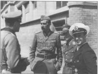 ФОн Тун с офицерами.jpg