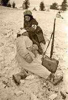 Перевязка раненых в поле 1941 год Аркадий Шайхет.jpg