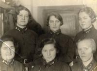 Женщины-слушатели Военно-химической академии.(Коллекция И.Мостинского).jpg