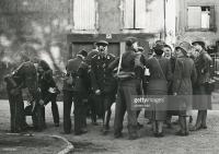 Gruppe DRK - Mitarbeiter - Sommer 1944, vermutlich in Metz, Lothringen (Frankreich).jpg