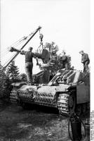 440px-Bundesarchiv_Bild_101I-154-1991-24A,_Russland,_Sturmgeschütz,_Ausbau_der_Kanone.jpg