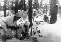 Минирование лыжни бойцами отряда Красный партизан. Карельский фронт. 1943 г..jpg
