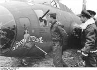 Bundesarchiv_Bild_101I-666-6875-05_Abgeschossenes_amerikanisches_Flugzeug_B_17.jpg