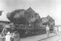 Танки_на_станции_Лозовая_по_пути_на_фронт_1919_год.PNG