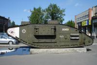Захваченный красноармейцами британский танк Mark 5 в Архангельске.JPG