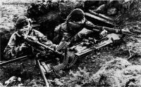 Falklands_War_Royal_Marines_dug_in_to_cover_the_San_Carlos_beachhead_.jpg