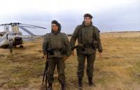 S 17 Ten Estévez y soldado.jpg