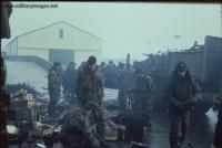 Falklands_War_англичане и аргентинские пленные.jpg
