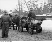 Bundesarchiv_Bild_101I-725-0190-24,_Russland,_Rückzug_deutscher_Truppen,_Fuhrwerk.jpg