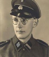 2Fue-responsable-de-300-mil-muertes-en-Auschwitz-y-con-96-años-entra-a-prisión.jpg